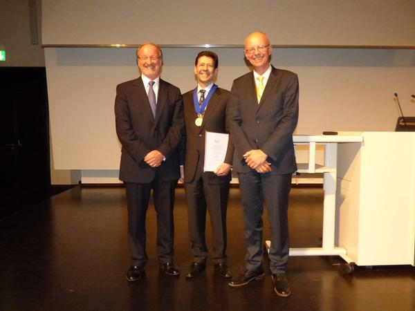 Dr Jay Heiken is presented the 2014 ICIS gold medal by Prof Reznek and Prof Schlemmer